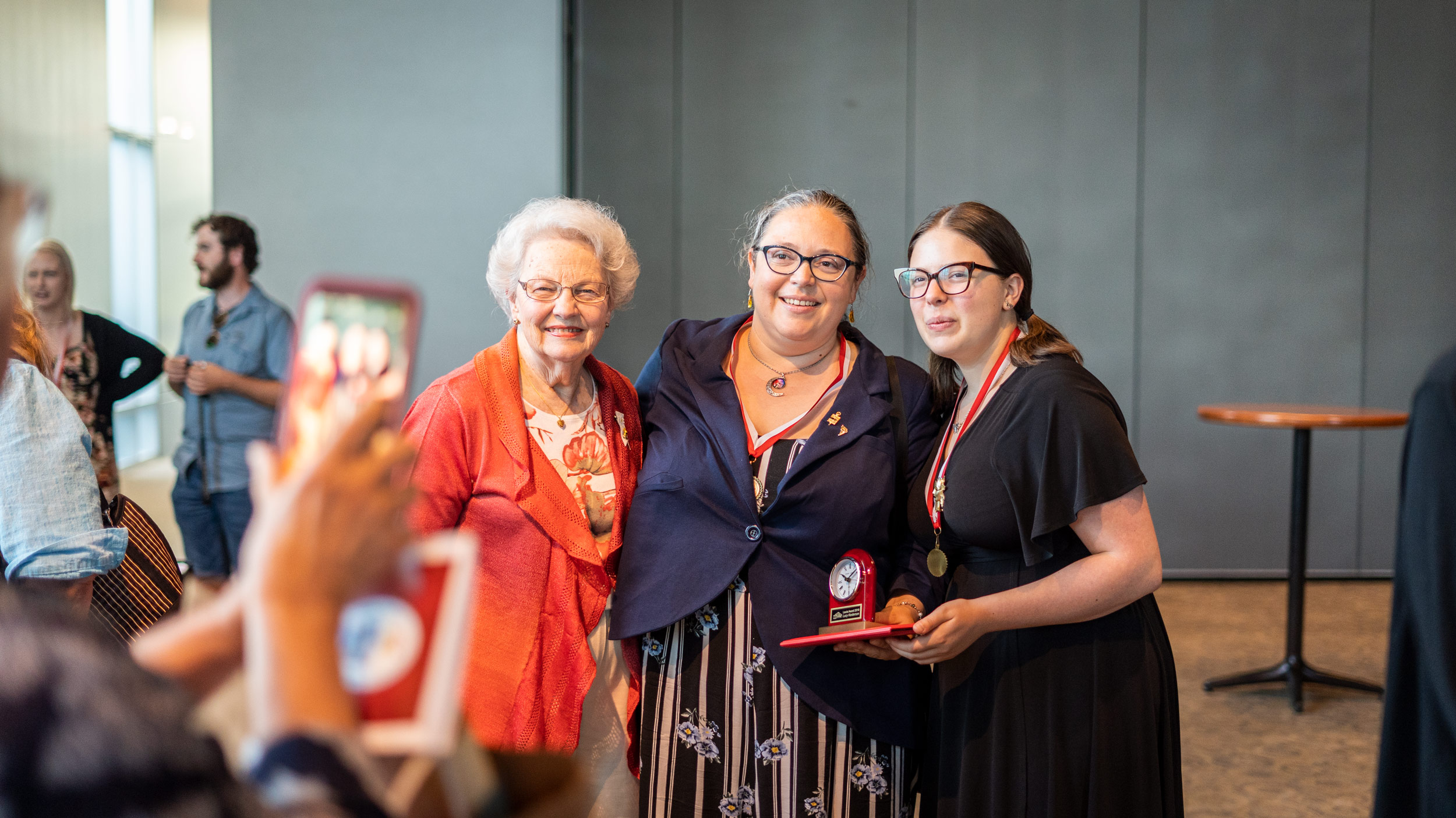 img_mv-honors_2-recipients-and-donor_7754_25x1406