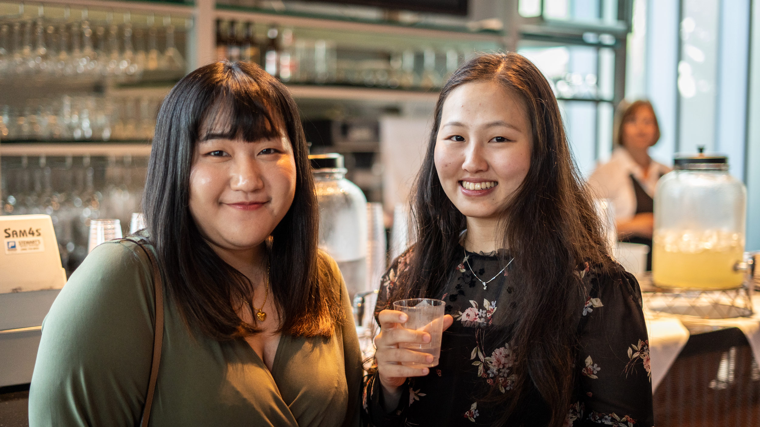 img_mv-honors_bella-and-recipient_7744_25x1406
